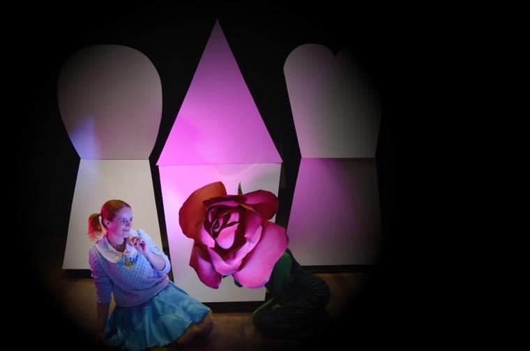 Alice além da toca do coelho 1 Crédito Adriana Marchiori
